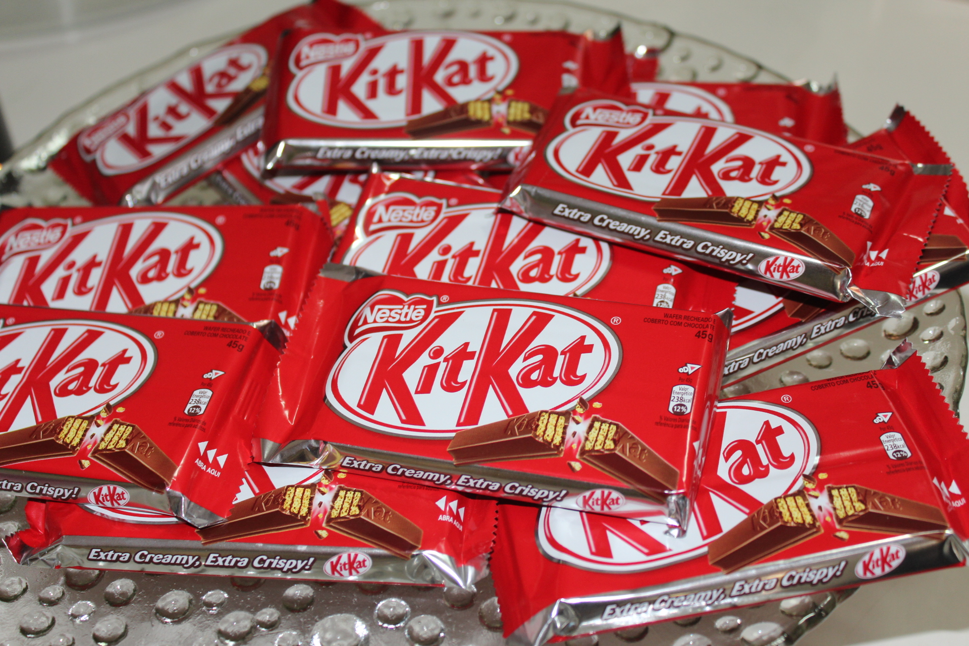 Pegue 14 barrinhas de kit kat
