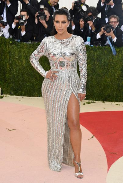 Kim Kardashian vestiu Balmain
