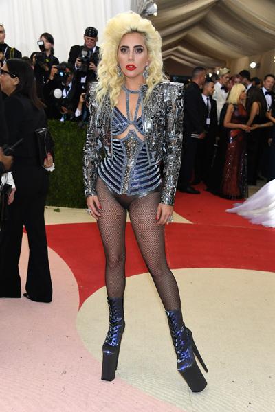 Lady Gaga vestiu Versace