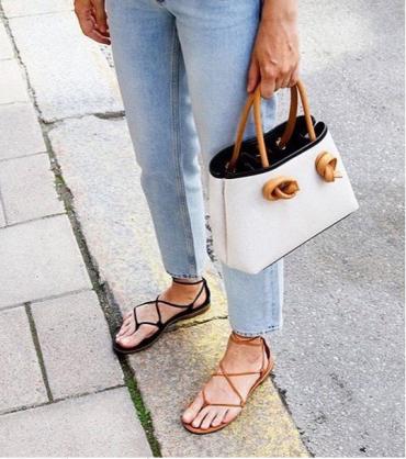 Usar sapatos diferentes em um look é tendência, você usaria?